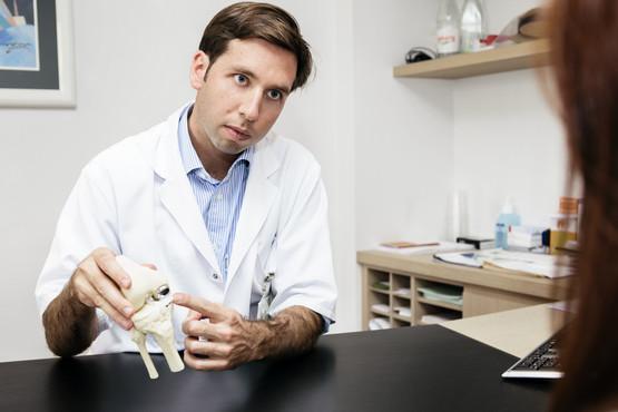 Dr. Philip Winnock de Grave spreekt in Brussel over unicondylaire/halve knieprothese